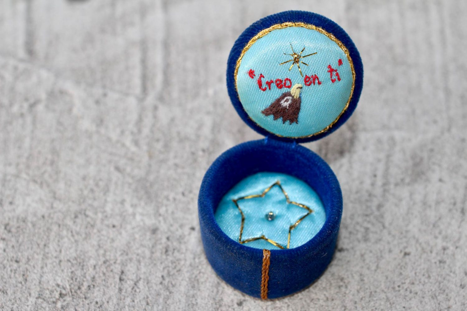 """Box for jewellery or tablets, made of cardboard and covered with velvet (and other fabric), padded with cotton wool and embroidered. On the inside of the lid it reads: """"I believe in you"""", 2009"""